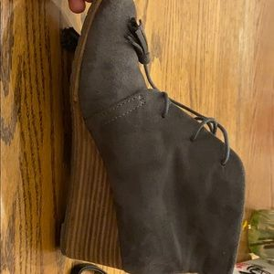 Dr. Scholl's Shoes - Dr Sholl's heeled booties, suede, tasseled laces.
